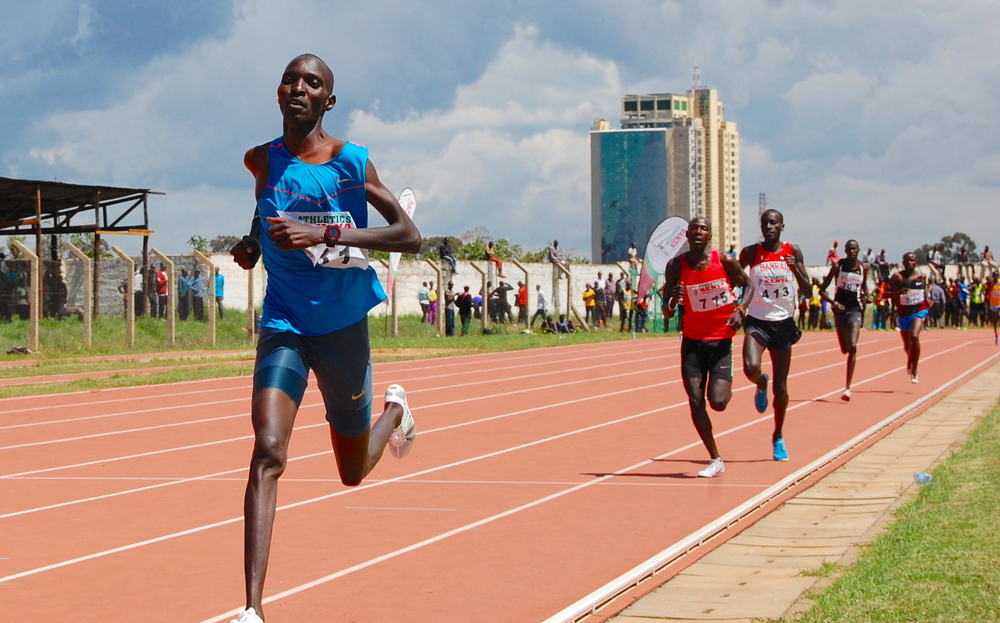 Asbel Kiprop en route to 1:45.1...