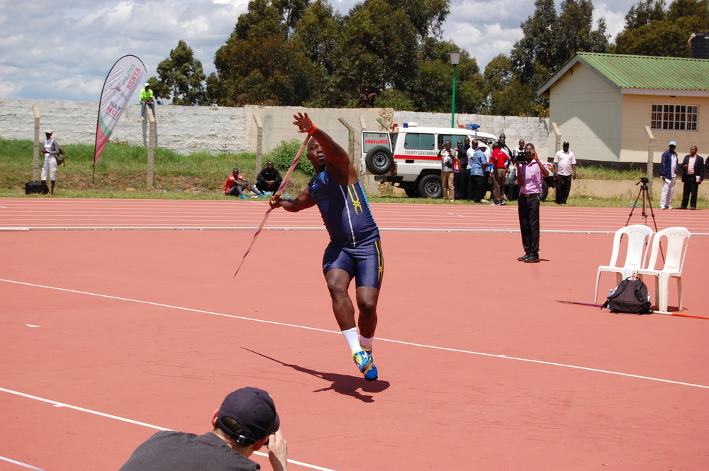 World Champion Jarius Yego mid-heave