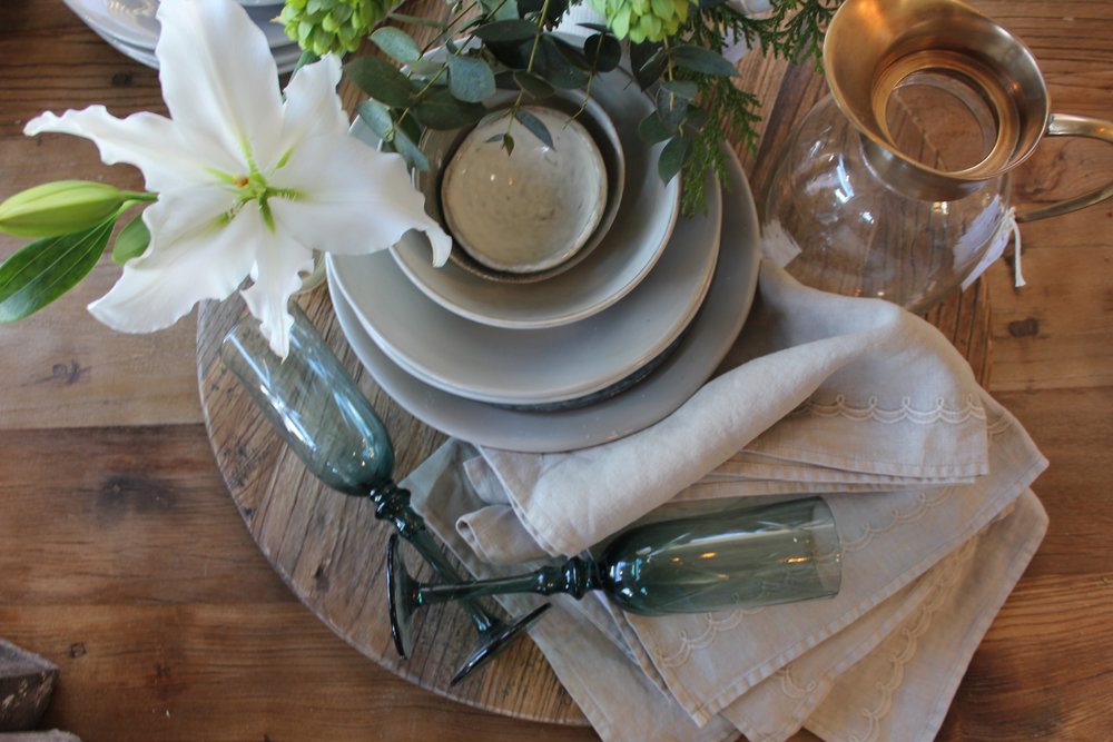 Spring is in the air, and I'm in love with all the organic dinnerware options on the market. What a perfect time to get inspired and host a spring dinner party.
