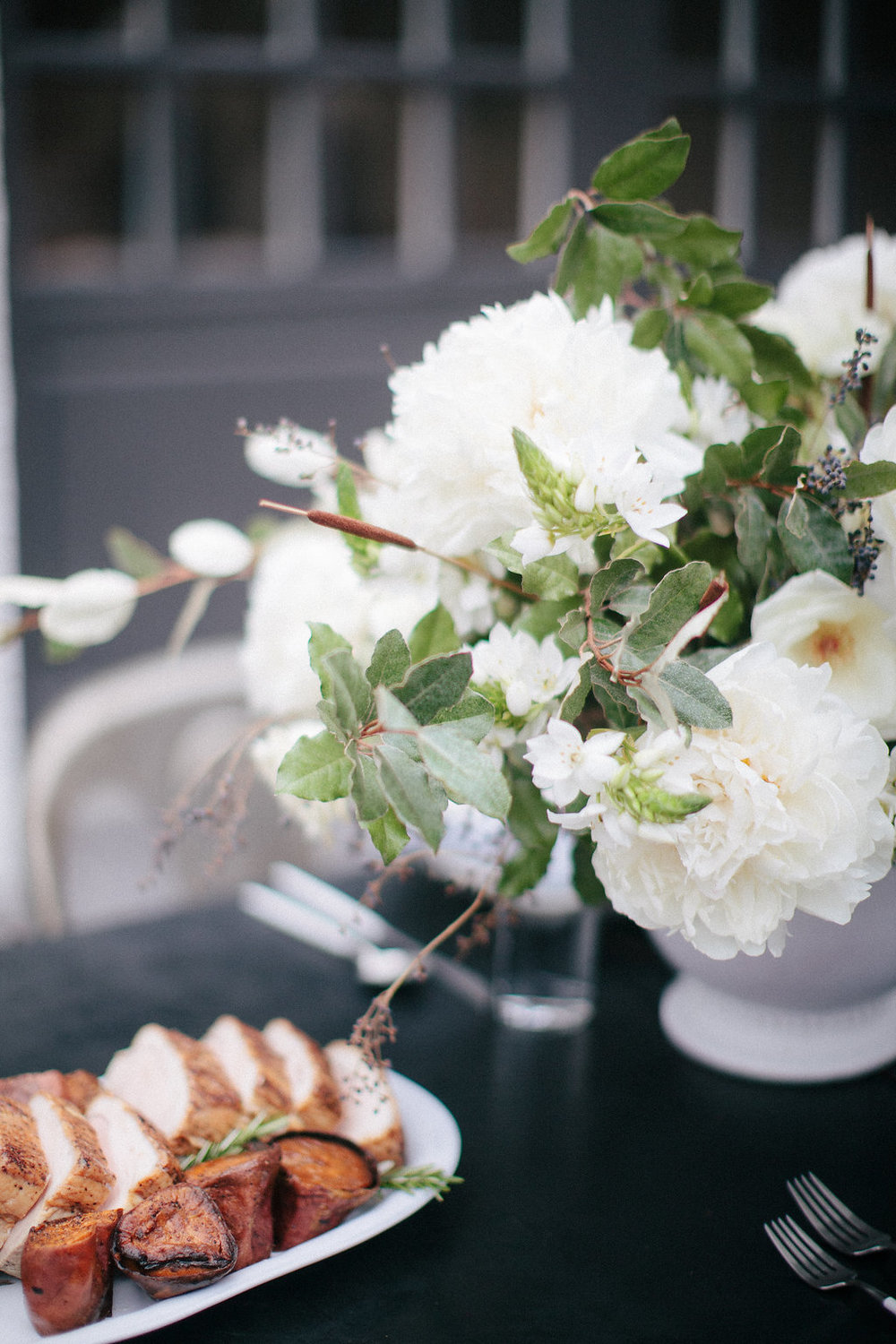 12th-Table-WEDDING-RENTALS-NASHVILLE-Design-Tips-Hosting-ENTERTAINING-Series-HowIHost-Flowers-Photograph #