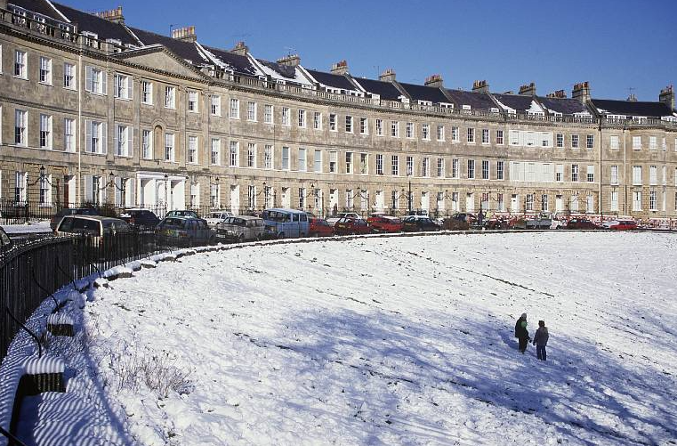 bath-at-christmas-in-the-snow