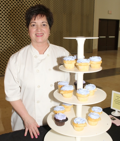 Dominica of Nona's Sweets & Bakery with her sweet - not scandalouos - naked cupcakes. Guests loved