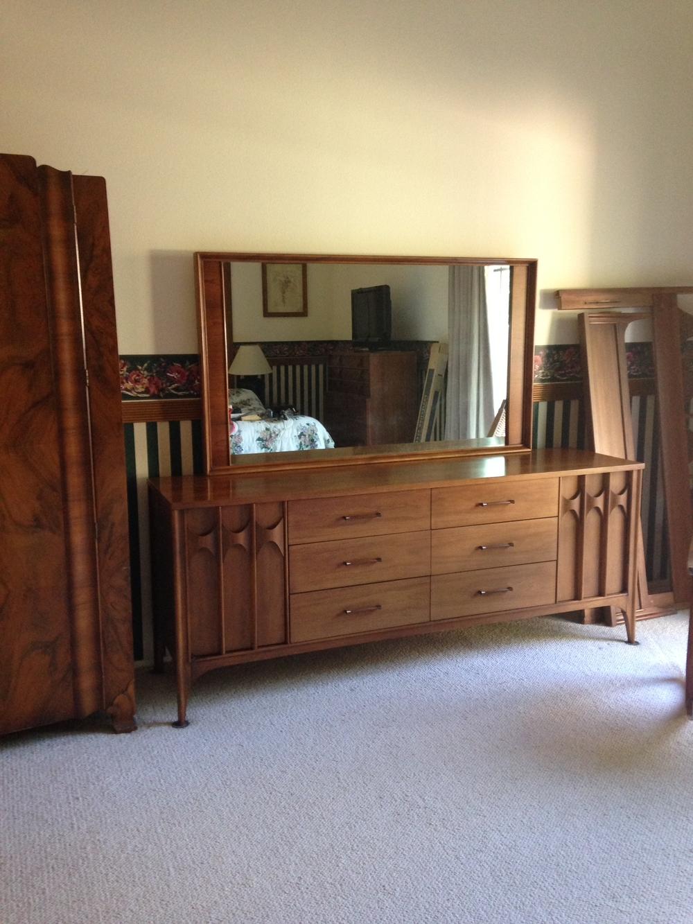 Beautiful Mid-Century Dresser