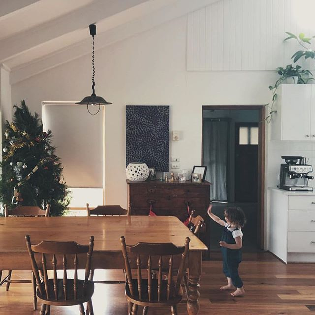 Just because the actual day is over doesn't mean holiday cheer can't be spread! How are you spending the rest of your merry week? Tag a friend you're thinking about and want to send a virtual hug to!! Isn't this space so beautiful? Thanks for sharing @alittlesimply 🎄#myholidaycohesivehome
