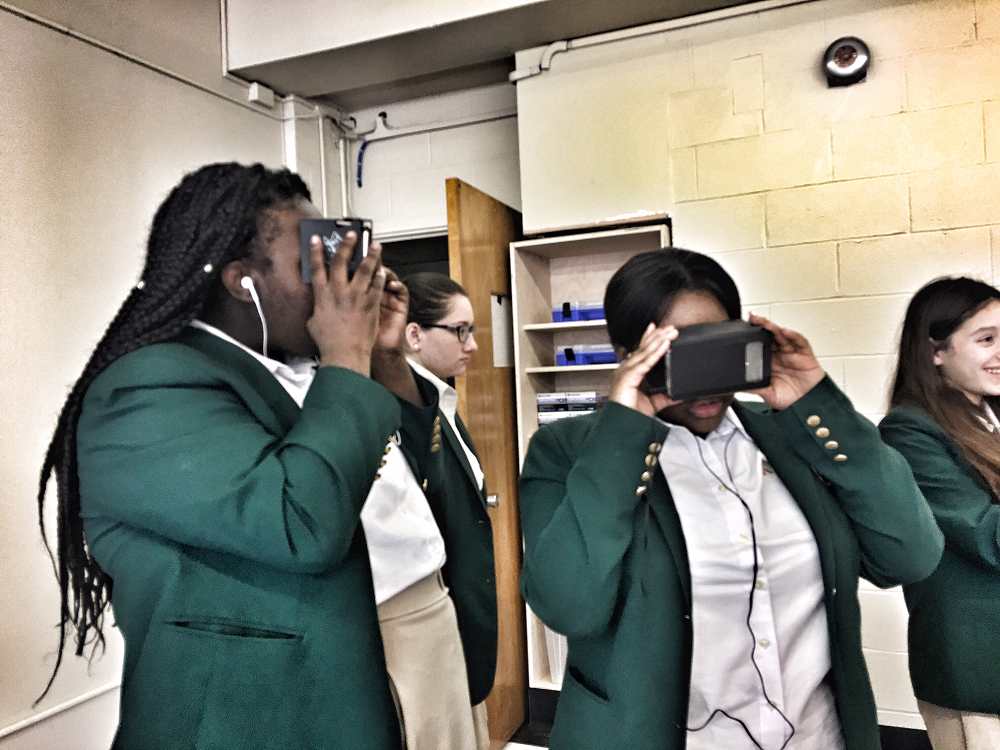 Bishop Kearney students test out virtual reality in the new FabLab / VR lab