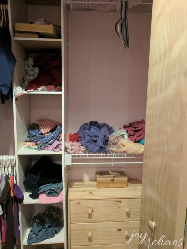 closet shelves clutter (3)
