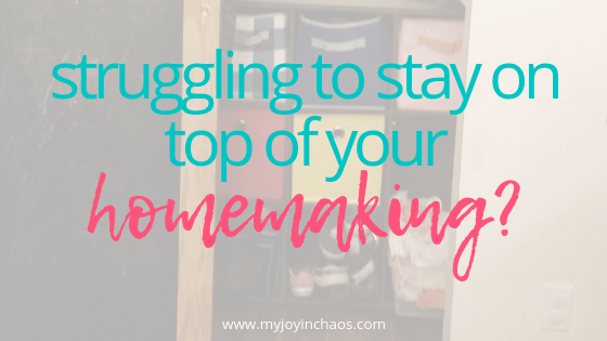 Struggling to stay on top of your homemaking? | Create an easy to follow weekly routine that includes a rest day! #homemaking #homemanagement #laundry #dishes #chores #kitchenday #myjoyinchaos