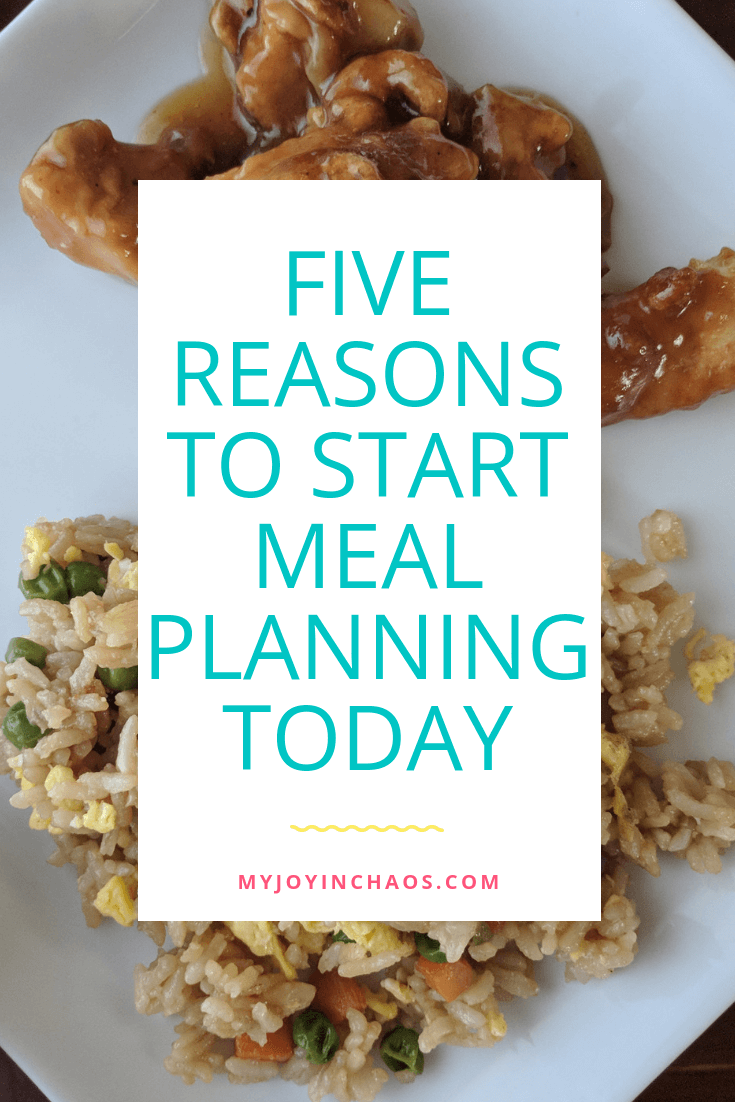 Is meal planning worth it? What are the benefits of meal planning? These five perks of meal planning will convince you why it's a great idea and an important part of a well functioning home.