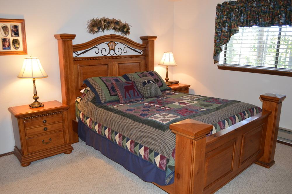 7-Master Bed.JPG