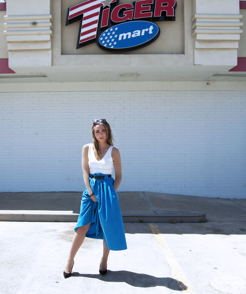 I am wearing vintage skirt, find similar here // top from zara, find similar her // shoes from zara, find similar here.