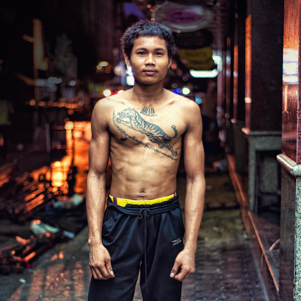 Nightshift market worker. Bangkok backstreets. - Dean Wright Photography