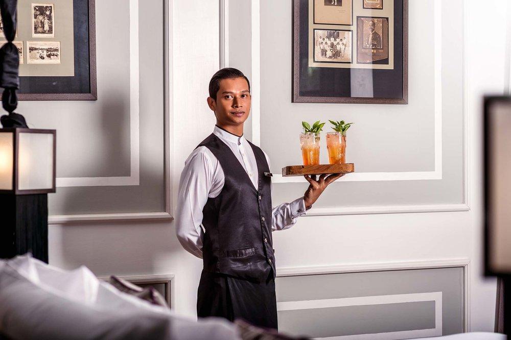 Personal Butler delivers cocktails