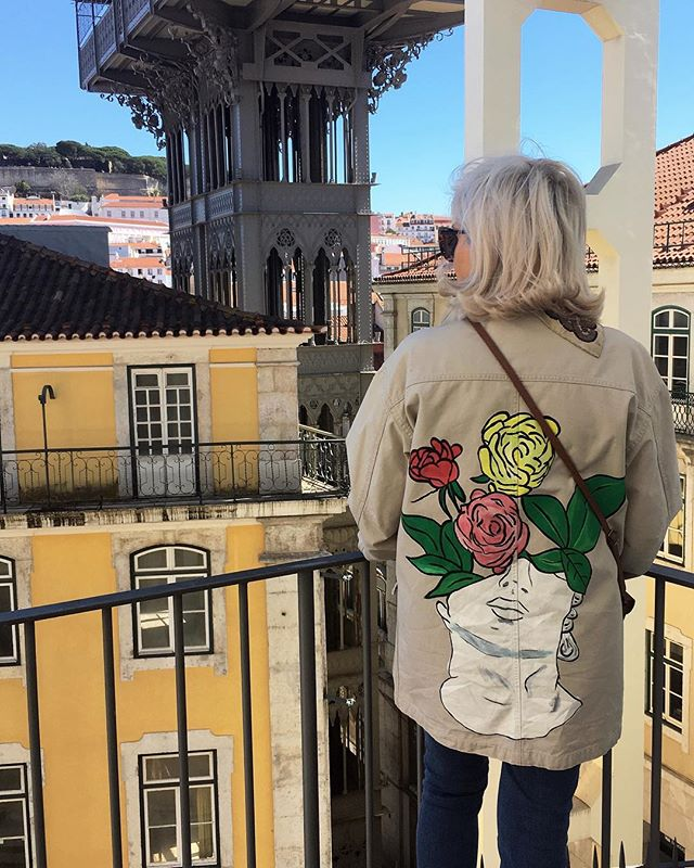 MEANWHILE IN LISBON 🇵🇹 HAND PAINTED STATUE ON MY FAV MODEL @isolinestrintz 👩🏼