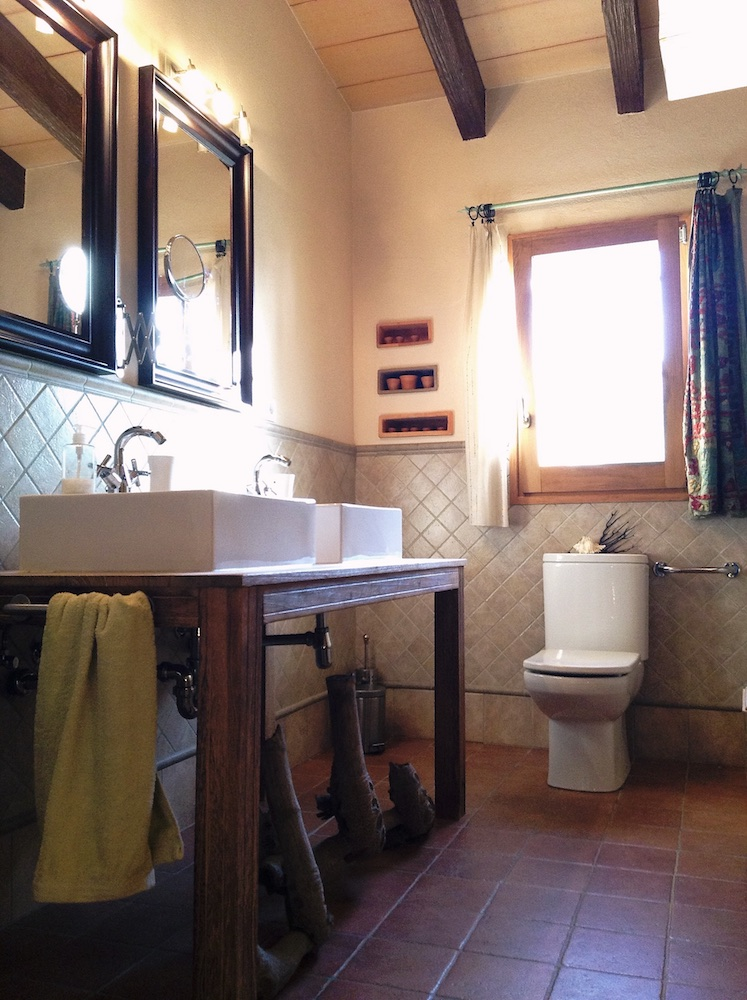 Cottage 4 (Bathroom).jpg