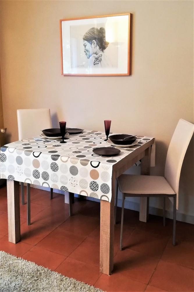 1.19 RP6 Lounge table.jpg