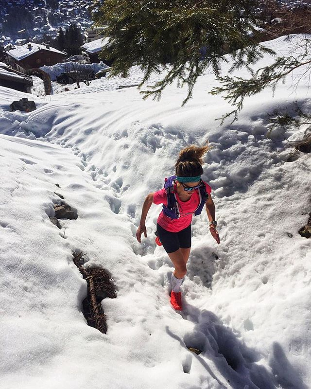 Gunning for the running . . PC: @carlton_rowlands #runnersofinstagram #timetoplay #run #running #trailrunners #snow #winter #extreme #wanderlust #travelingran #adventure #exploremore #runner #fitness #sport #training #thisgirlcan #weekend #happyday #outdoors #outdoorswoman #Alps