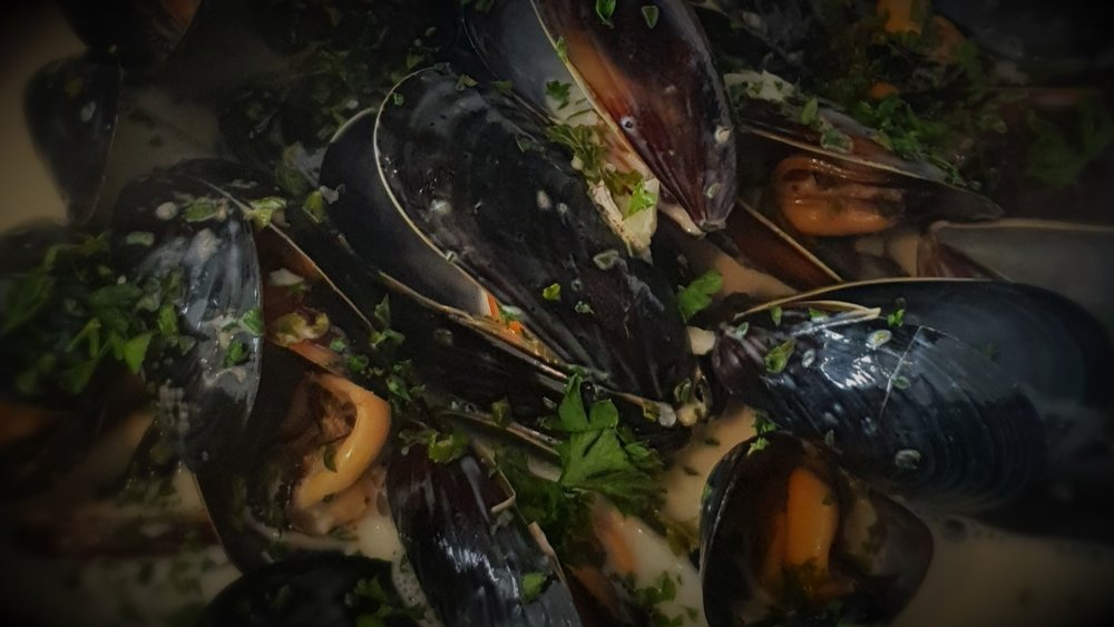 fresh mussels moules marinieres Taylor's seafood and burger restaurant.jpg