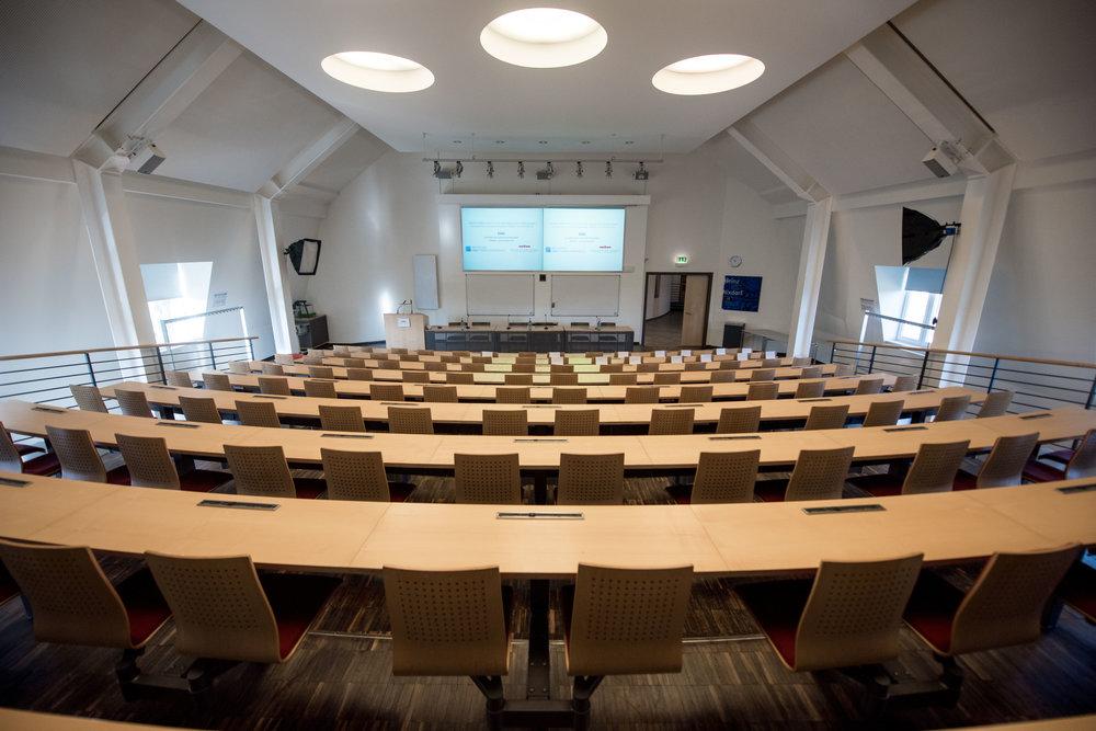 … in deren Heinz-Nixdorf-Hörsaal die Tagung stattfand.