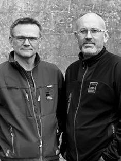 Risskov Møbelsnedkeri - Hos Leif Jensen og Per Andersen brænder en indre passion for godt gennemarbejdet håndværk.Efter flere år på en større dansk møbelfabrik valgte de to at slå pjalterne sammen for at genskabe glæden ved det håndværk de begge var faldet for, da de valgte uddannelse som møbelsnedkere.De ønskede at skabe et rum hvor de ikke skulle haste processerne igennem, men i stedet have tid til fordybelse og arbejde med materialerne så længe det er nødvendigt, for at de selv er helt tilfredse med resultatet. Deres sans for fuldendt perfektionisme, funktionalitet og smukt design kommer tydeligt til udtryk i deres borde.Bestil dit bord her eller besøg vores showroom og få vejledning og råd til valg af træsort, bordben samt overfladebehandlinger.Har du særlige ønsker til bordplade størrelser, tilbydes dette som en del af programmet. Kontakt os for et uforpligtende tilbud >