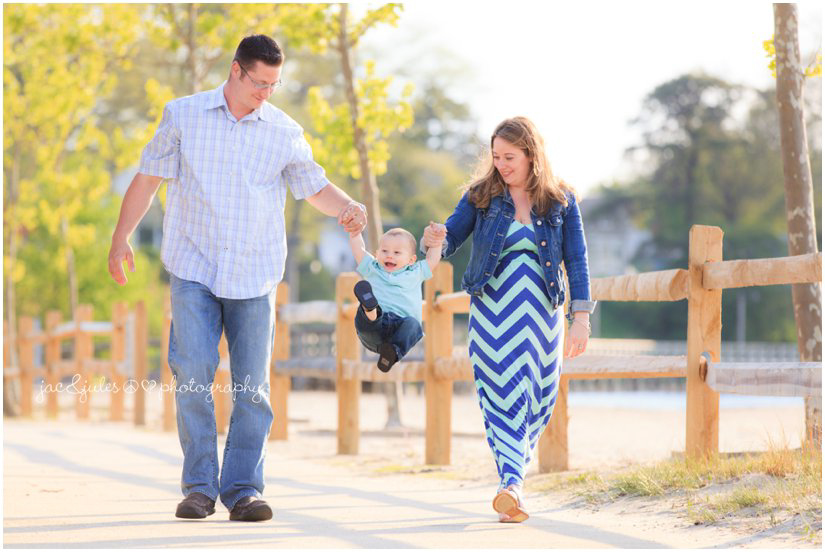 candid family photo by jacnjules at beachwood beach in New Jersey