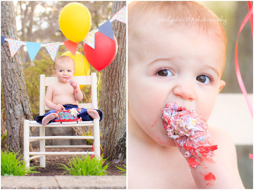 One year old boy eating first birthday cake at cake smash with jacnjules in beachwood, nj