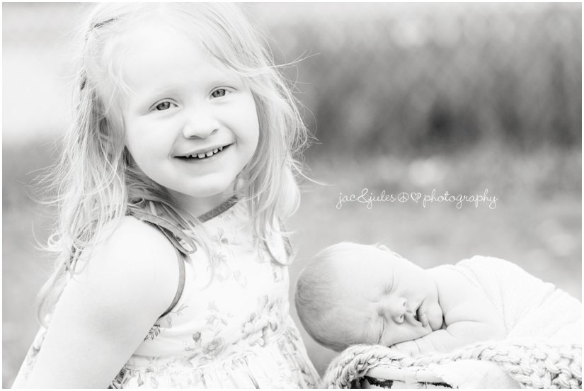 outdoor newborn baby girl with big sister photo by jacnjules in ocean county, nj
