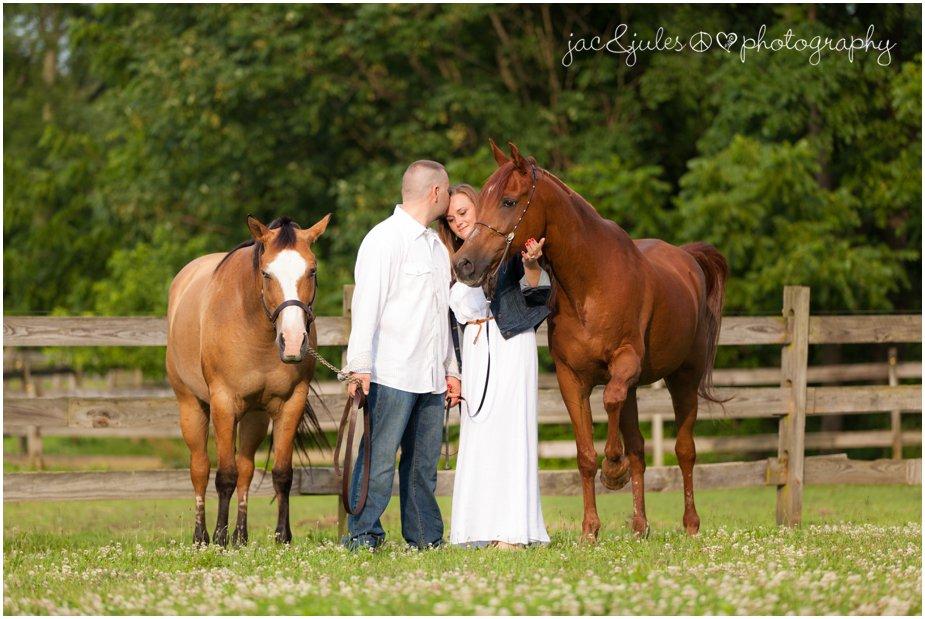 nj-engagment-photos-horse-farm-jacnjules-photo.jpg