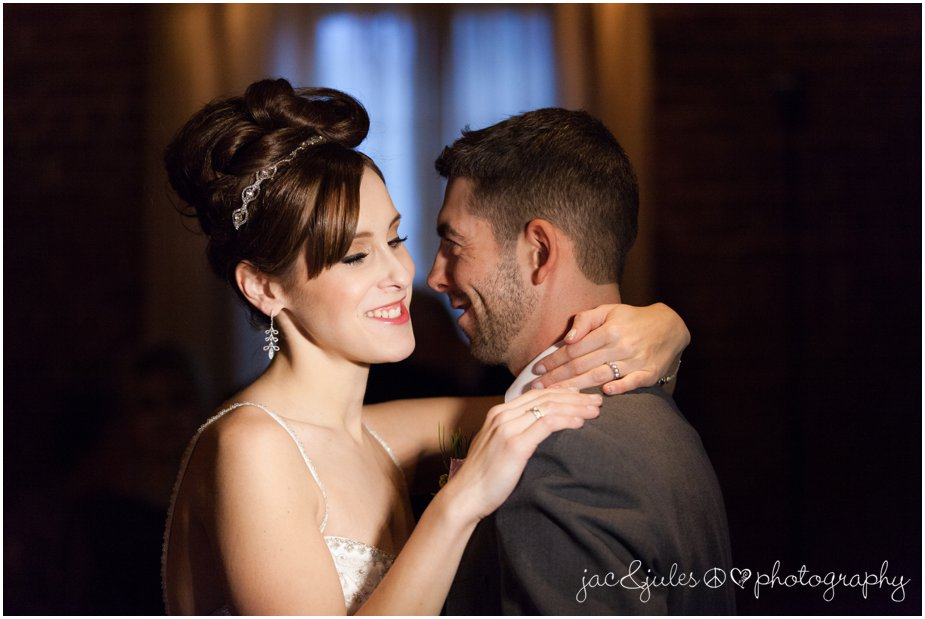 jacnjules photographs first dance at a wedding at ninety acres culinary center