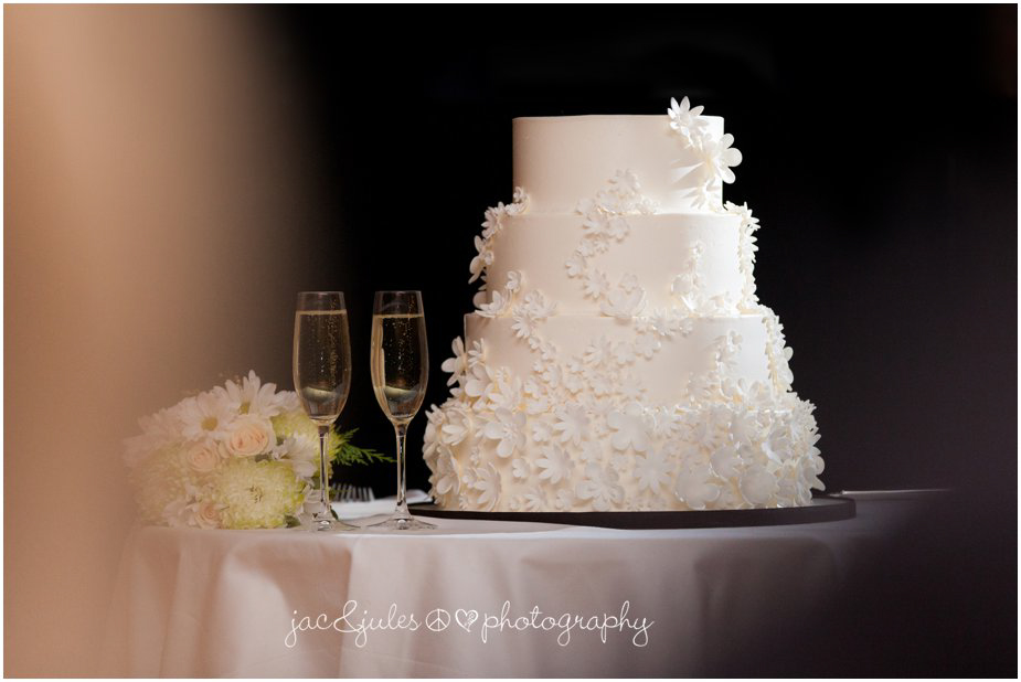 jacnjules photographs wedding cake at ninety acres at natirar in peapack gladstone nj