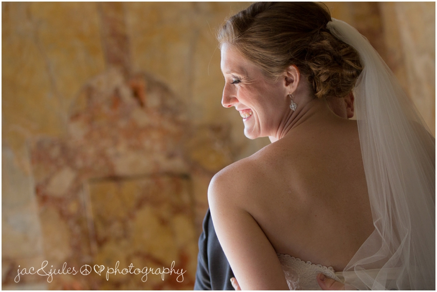 jacnjules photographs bride and groom at monmouth university