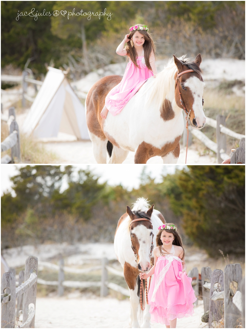 jacnjules photographs children with a horse at island beach state park in a modern way