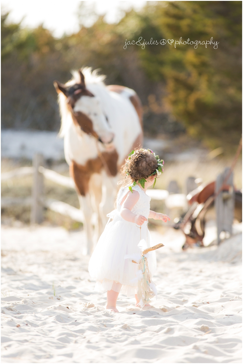 jacnjules photographs boho style children with a horse at ibsp in a modern way