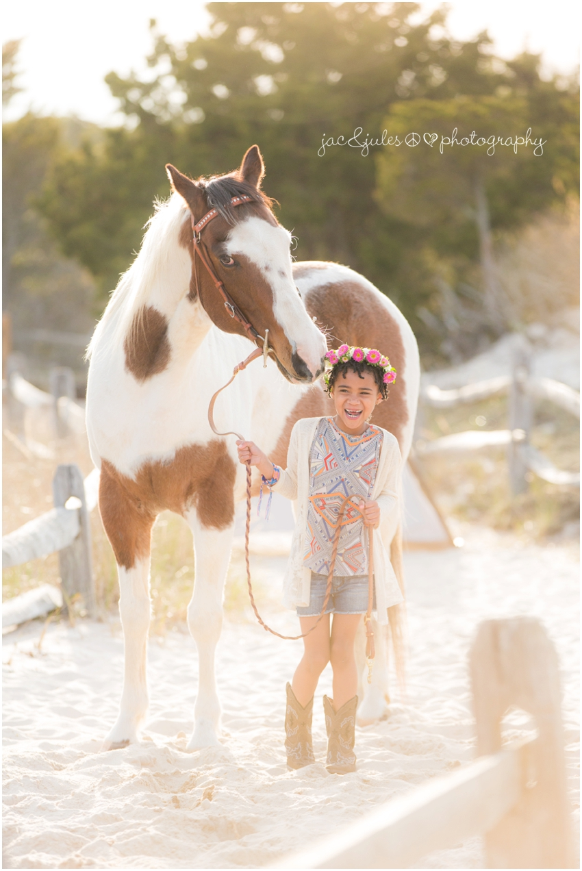 jacnjules photographs boho style children at ibsp with a horse in a modern way