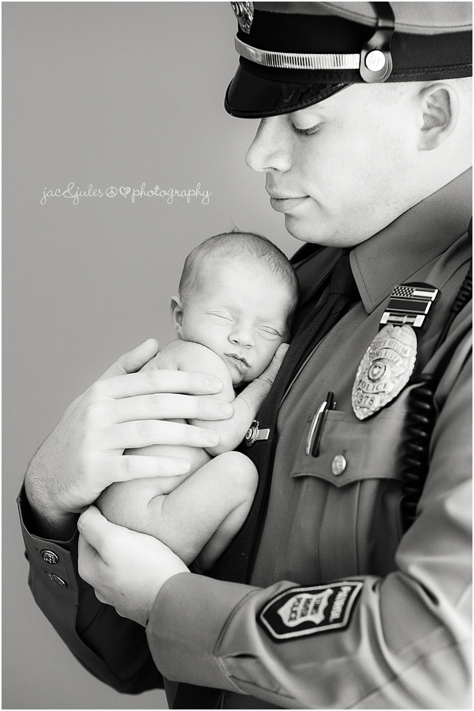 jacnjules photographs newborn baby girl with her father who is a policeman