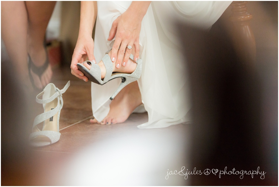 jacnjules photographs a bride getting ready at The State Room in LBI