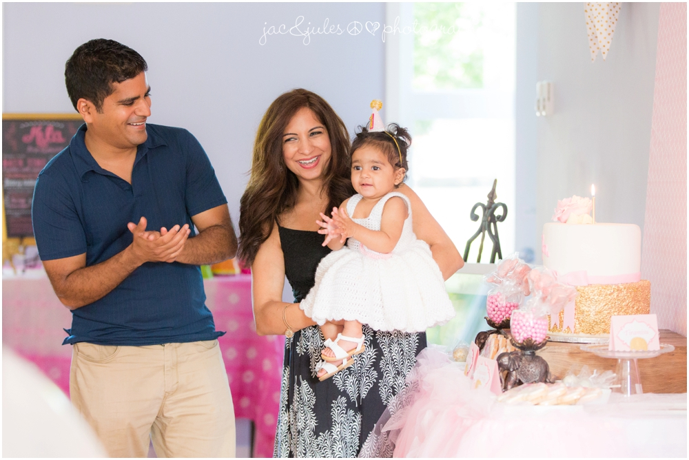 jacnjules photographs first birthday party at the princeton center for yoga and health