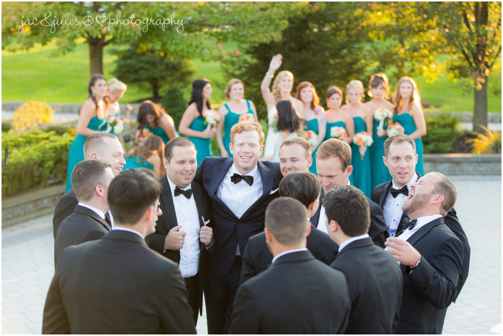 jacnjules photographs fun bridal party at windows on the water at frogbridge