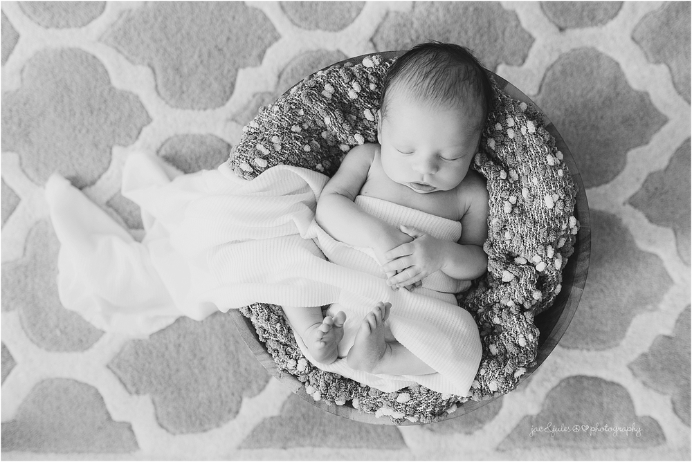 jacnjules photographs newborn boy in his home in manalapan, nj