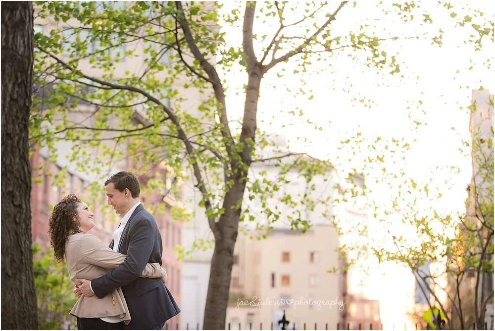 jacnjules photographs engagement photos at the Highline in NYC