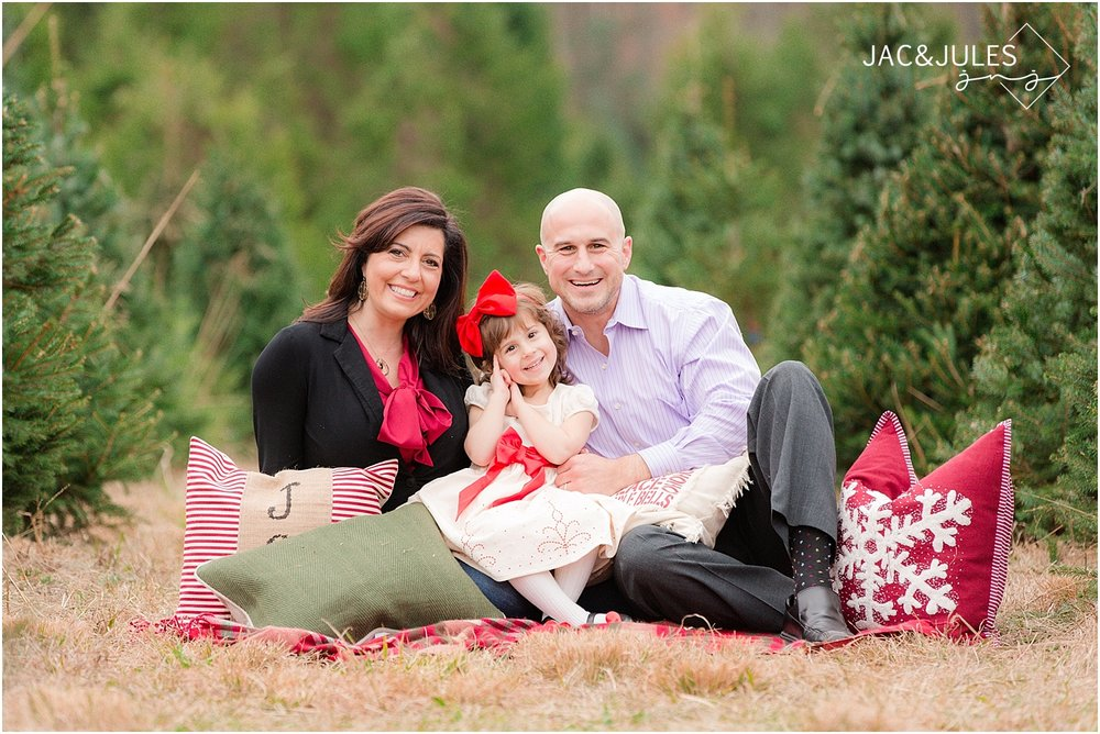 jacnjules photographs a beautiful family at Lone Silo Tree farm for their Christmas photos in New Egypt, NJ