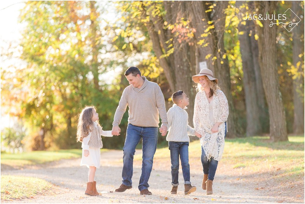 candid family photos at bayonet farm.