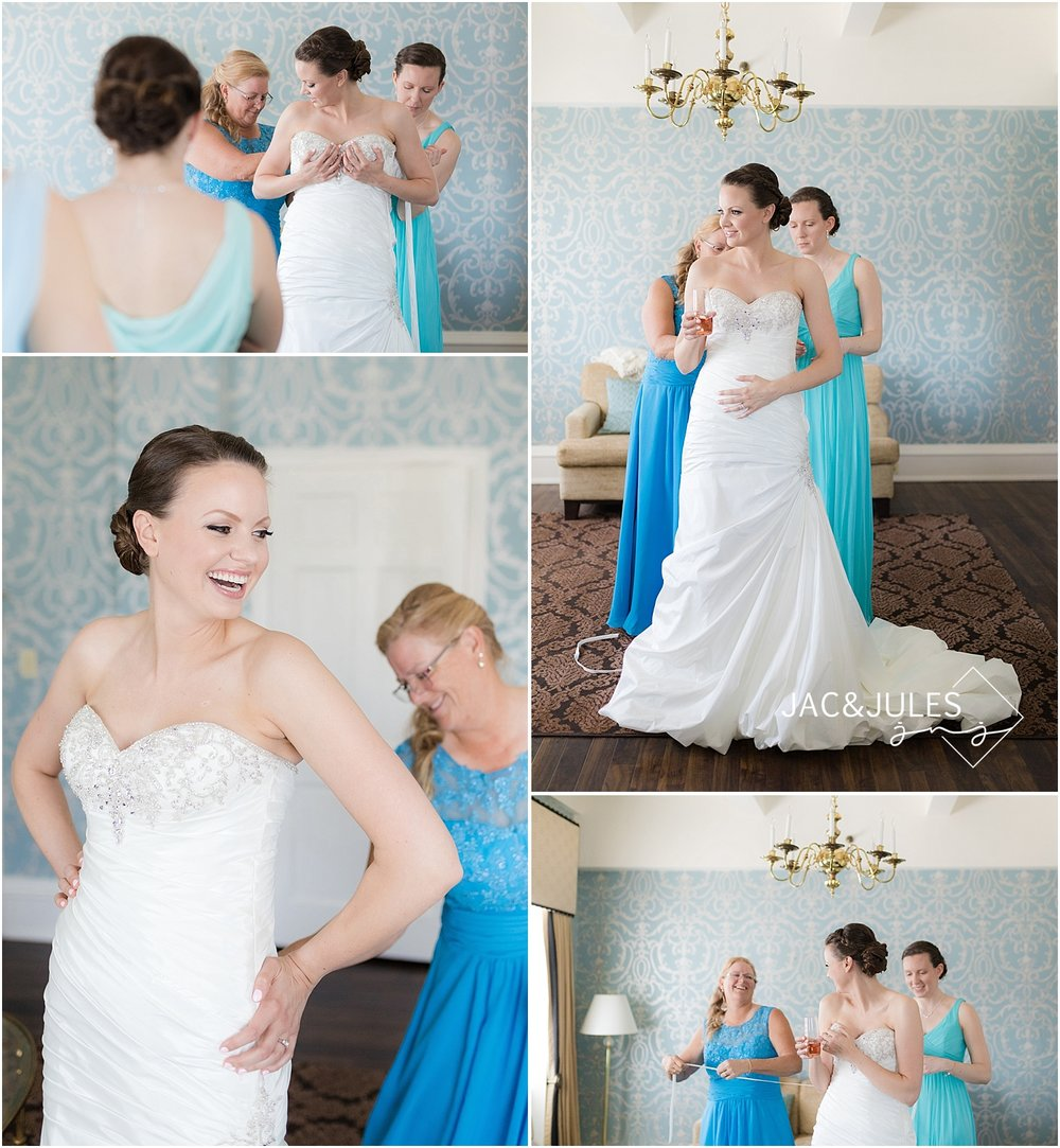jacnjules photographs bride getting ready at a wedding at Molly Pitcher Inn in Red Bank NJ