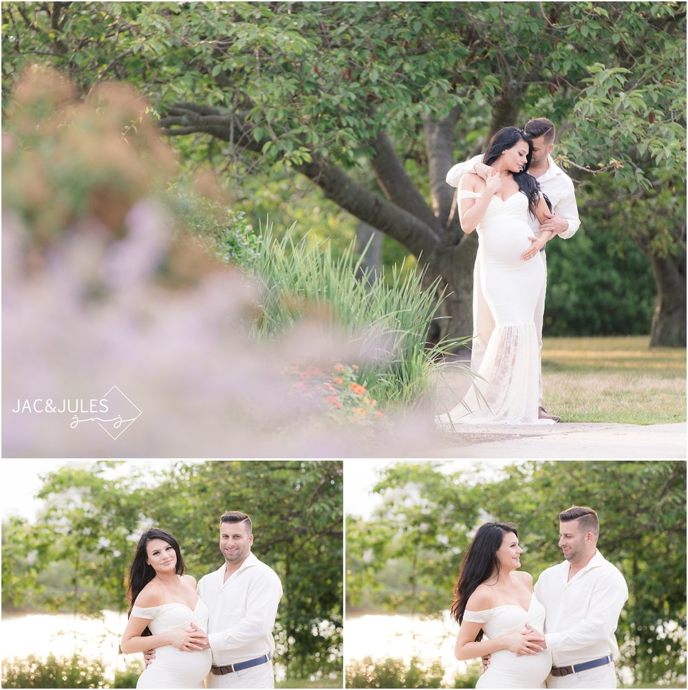 Whimsical Pretty maternity photos of expectant couple in Spring Lake, NJ