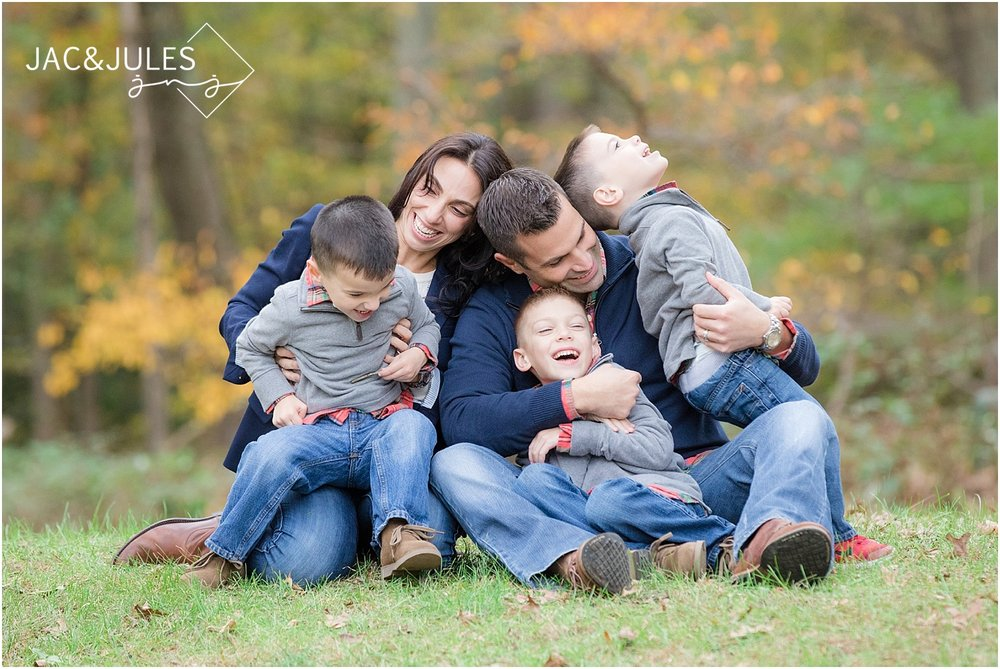 candid family photographer in nj at allaire state park