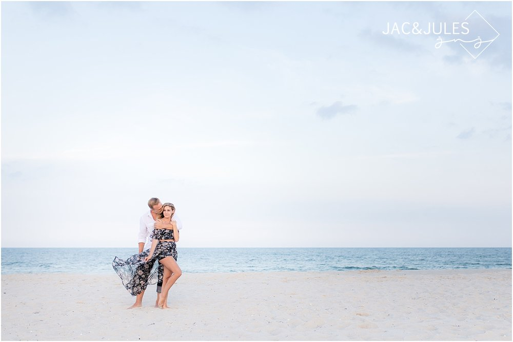 what-to-wear-engagement-beach.jpg