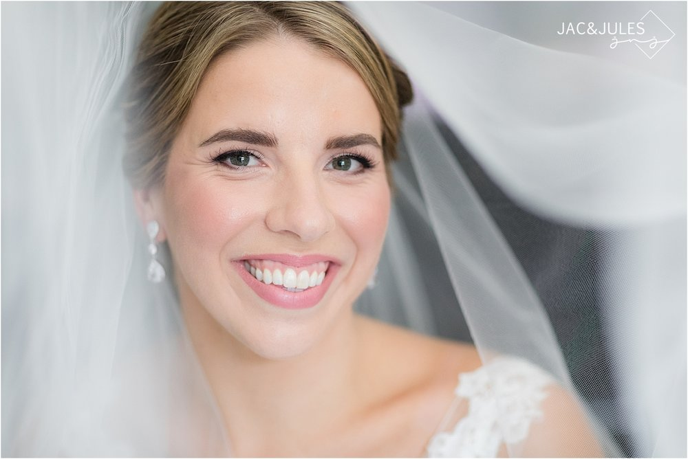 bridal portrait with veil in natural light