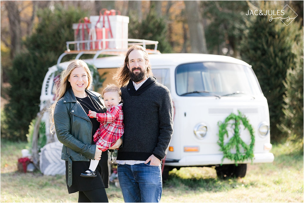 unique holiday photos at a tree farm in NJ using a vw bus