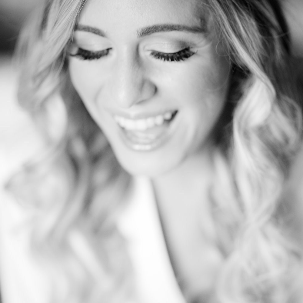 bride-laughing-at-olde-mill-inn-wedding-photo