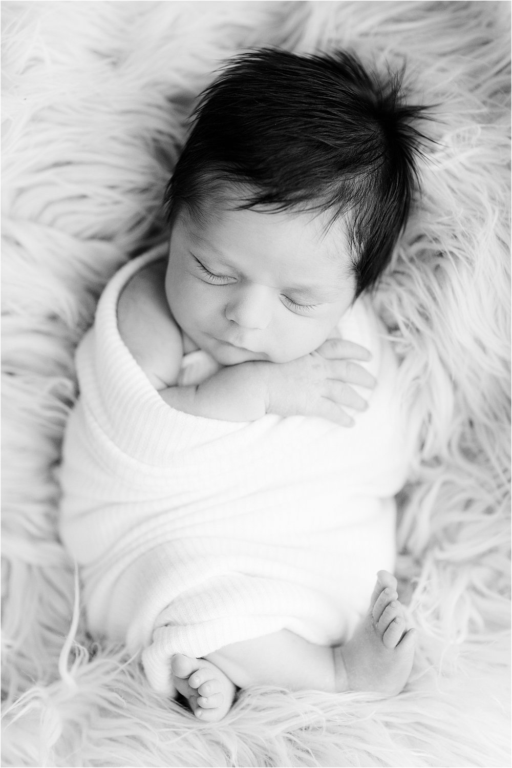 natural-newborn-photo-black-and-white