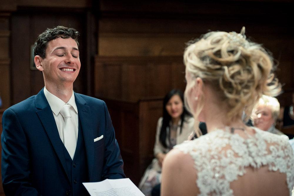 trouwgelofte voor bruidegom in de Waalse kerk in Breda